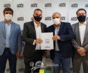 Narandiba assina convênio para Regularização Fundiária e Prefeito Itamar pede mais 100 casas da CDHU para o município